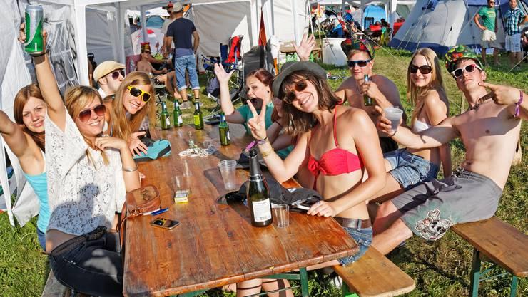 Eine fröhliche Truppe auf dem Zeltplatz