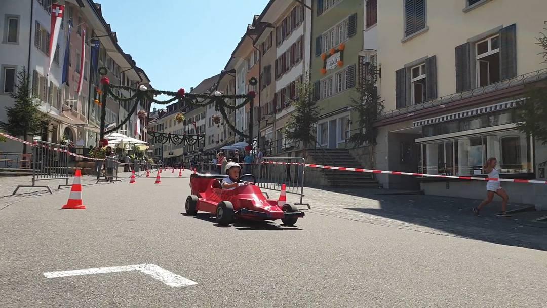 Seifenkistenrennen durch die Altstadt am Spielnachmittag