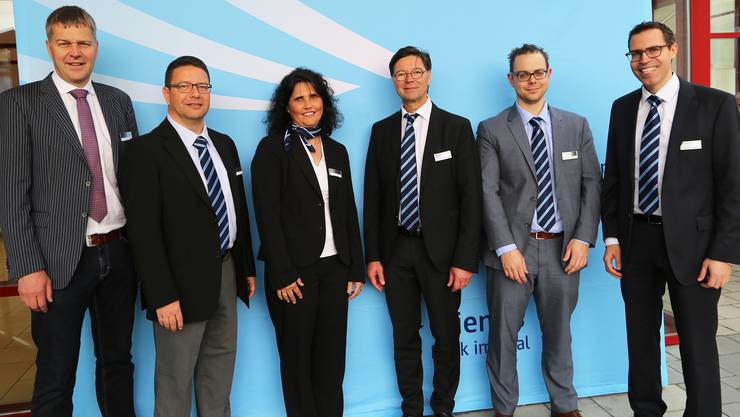 Rolf Riechsteiner (ganz links) trat seinen Sitz im Verwaltungsrat der Clientis Bank im Thal an Thomas Fluri (2. vl.) ab. Ursula Willi, Peter Büttler, Dominik Milani und Michel Nyffenegger (vl.) wurden wiedergewählt.
