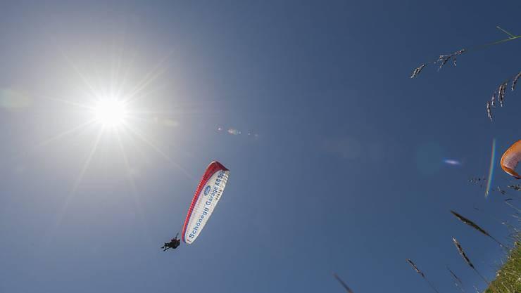Was ist geschehen? In einer grossen Suchaktion wird ein möglicherweise abgestürzter Gleitschirmflieger im Kanton St. Gallen gesucht.