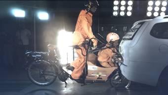 Thumb for 'Crashtest: Cargo-Bikes können zur tödliche Falle für Kinder werden'