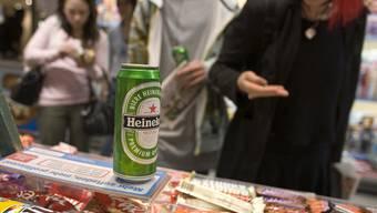 Bei Testkäufen im Kanton Solothurn verkaute rund ein Drittel der Betriebe Alkohol an Jugendliche. (Symbolbild)