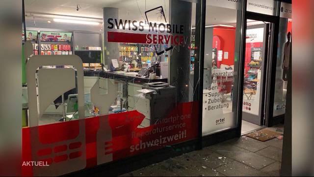 Einbrecher nehmen Handy-Shop in Neuenhof aus