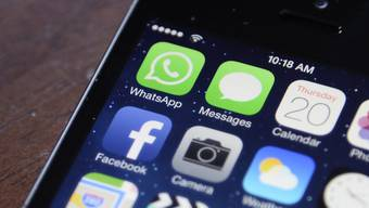 Ob auf Whatsapp oder Facebook: Teilen Schweizer illegale Inhalte, interessiert das auch das FBI.