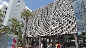 Die schwächelnde Zweitmarke Converse drückt beim Sportartikelhersteller Nike auf den Gewinn. (Archivbild)