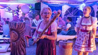 Hier herrschte noch gute Stimmung. Später tauchte die Polizei am Röschenzer Oktoberfest auf. (zvg)