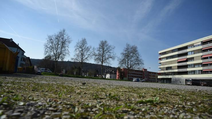 Der Geissweidplatz in Schlieren soll doch nicht bebaut werden. Die Initianten von «Attraktive Geissweid für Alle» freuen sich über die Umsetzungsvorlage.
