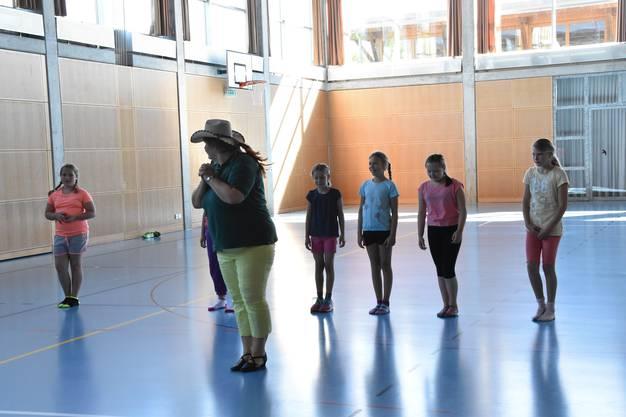 Nach eineinhalb Stunden beherrschten die Ferienpässlerinnen zwei verschiedene Choreografien