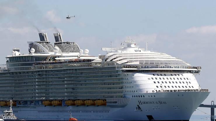 """Die """"Harmony of the Seas"""" beim Verlassen des Hafens von St. Nazaire"""