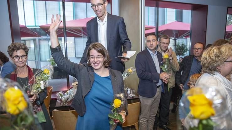 Jeanine Glarner erzielt im 1. Wahlgang der Regierungsrats-Ersatzwahlen für den Sitz von Franziska Roth (SVP) 27'940 Stimmen und damit das drittbeste Resultat und freut sich entsprechend.
