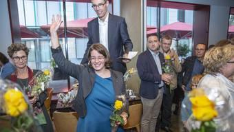 Jeanine Glarner winkt am Sonntag – nun wirkt die Geste wie ein Symbol für den Abschied aus dem Wahlkampf.