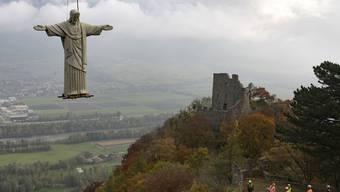 Cristo fliegt – dank eines stärkeren Helikopters sicher ans Ziel.