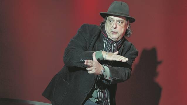 Endo Anaconda, alias Andreas Flueckiger, Sänger von Stiller Has. Portrait im Kursaal Bern.