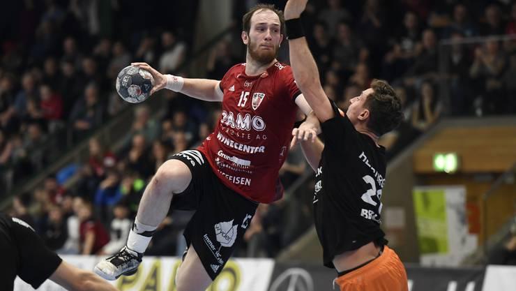 Cupfinal-Duell verschoben: HSC-Co-Captain Tim Aufdenblatten (l.) und Kadetten-Kreisläufer Lukas Herburger müssen sich bis zum Highlights noch etwas gedulden.