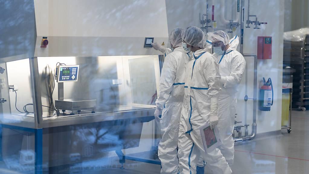 Bei Lonza in Visp soll die Produktionskapazität für Covid-19-Impfstoff von Moderna verdoppelt werden. (Archivbild)