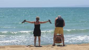 Die ersten Touristen am Strand von Palma de Mallorca nach dem langen Lockdown.