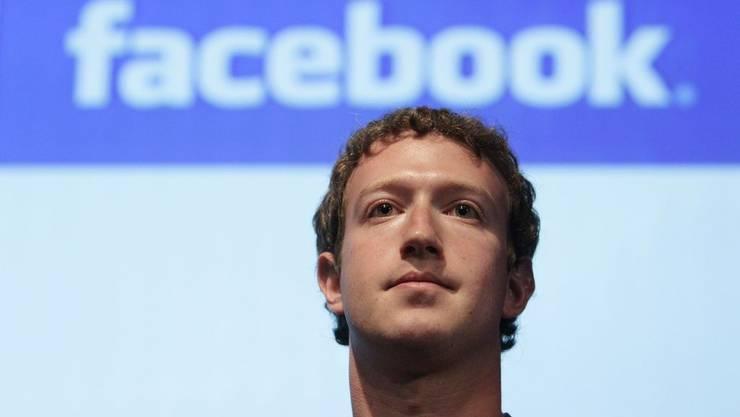 Mark Zuckerberg will Facebook auf Mobiltelefonen etablieren
