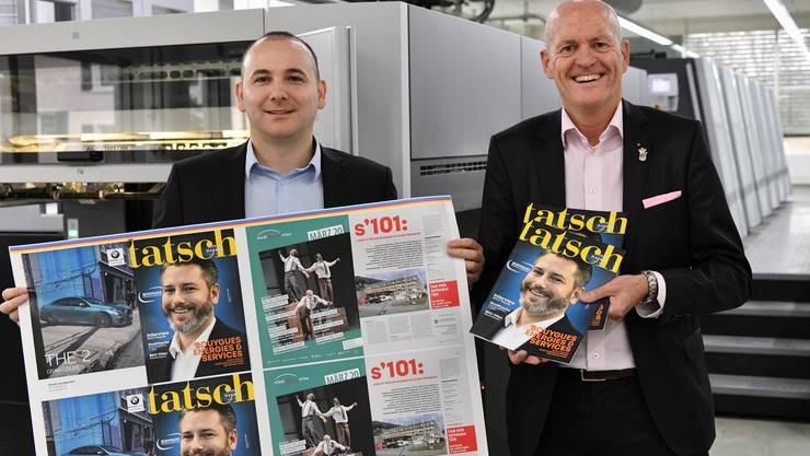 Thomas Müller, Inhaber und CEO der Dietschi Print&;Design AG, bringt neu das Magazin Tatsch heraus. Links Alban Avdyli, stellvertretender CEO.