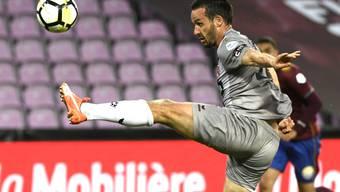 Raphaël Nuzzolo mit akrobatischer Einlage in Genf