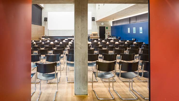 Der Prozess findet im provisorischen Gerichtssaal in Schafisheim statt.
