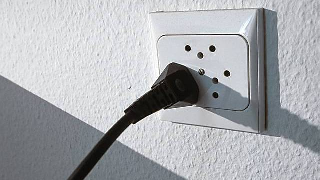 Die Alpiq will uns mit einem Computer zeigen, wie wir effektiv Stromsparen können.