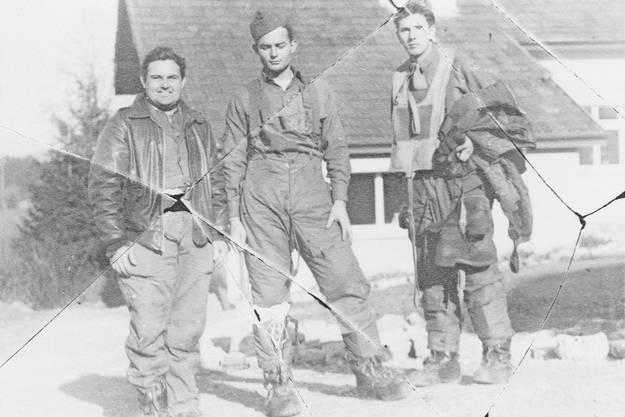 Im Film wird auch auf die drei amerikanischen Piloten eingegangen, die mit ihren Fallschirmen über Dietikon abspringen mussten.