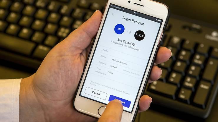Eine elektronische Identitätskarte soll vom Staat bereitgestellt werden. Das findet ein Bündnis, das gegen das vom Parlament verabschiedete E-ID-Gesetz das Referendum ergreift. (Themenbild)