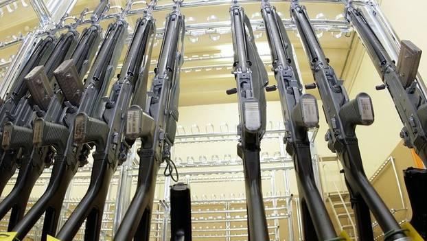 In Sachen Transparenz glänzt die Schweiz beim Export von Kleinwaffen.