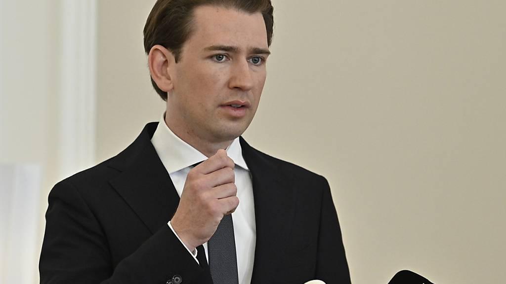Sebastian Kurz (ÖVP), Bundeskanzler von Österreich, spricht bei einer Pressekonferenz. Kurz hat seine Kritik an Teilen der Justiz mit der Aufarbeitung von Missbrauch in der katholischen Kirche verglichen. Er hatte zuvor mehrfach die Arbeit von Teilen der Justiz als nicht unvoreingenommen kritisiert. Foto: Hans Punz/APA/dpa