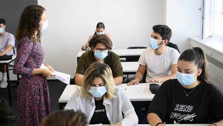 Ab Montag, 2. November 2020, gilt für alle Personen an der Sekundarschule im Baselbiet eine Maskenpflicht. (Symbolbild)