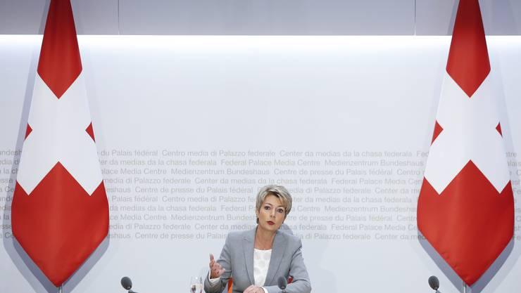 Bundesrätin Karin Keller-Sutter an einer Medienkonfernez zum Coronavirus.
