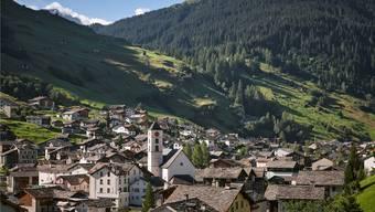Vals in Graubünden bietet Bauherren seinen Gneis, Gästen seine Therme und Ausländern das Stimmrecht.