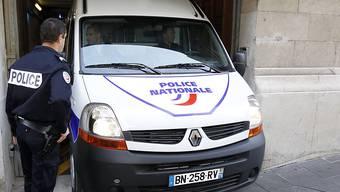 Ein bewaffneter Mann hält in einem Zeitungs- und Zigarettengeschäft bei Toulouse vier Menschen als Geiseln fest. Eine Eliteeinheit der französischen Polizei ist vor Ort.(Symbolbild)