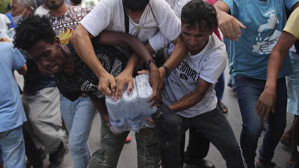 Situation auf Lesbos bleibt angespannt - Unruhen und Tränengas