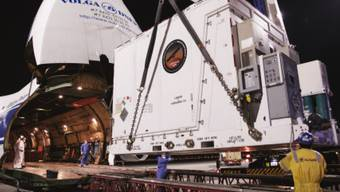 Die Raumsonde Mars Hope der Emirate wird auf einem speziellen Lastwagen zu ihrem Startplatz im Raumfahrtzentrum Tanegashima transferiert. (Pressebild AETOSWire)