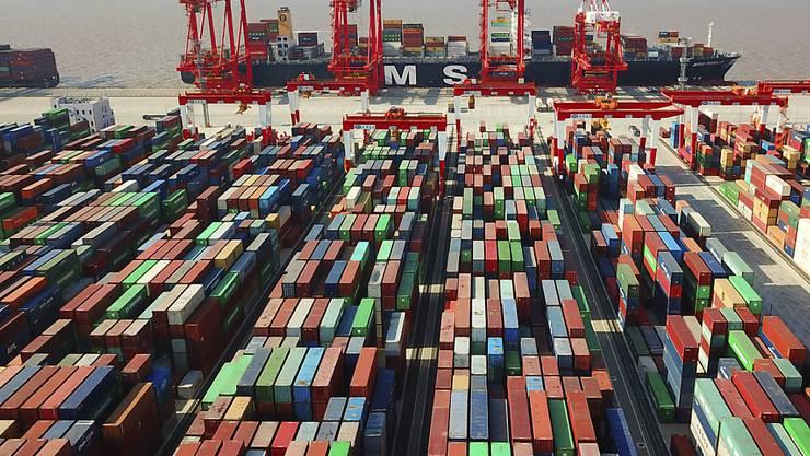 Die Schweizer Exportwirtschaft hat deutlich an Schwung verloren. Im dritten Quartal gingen die Ausfuhren gegenüber dem Vorquartal um 2,9 Prozent zurück. (Archiv)