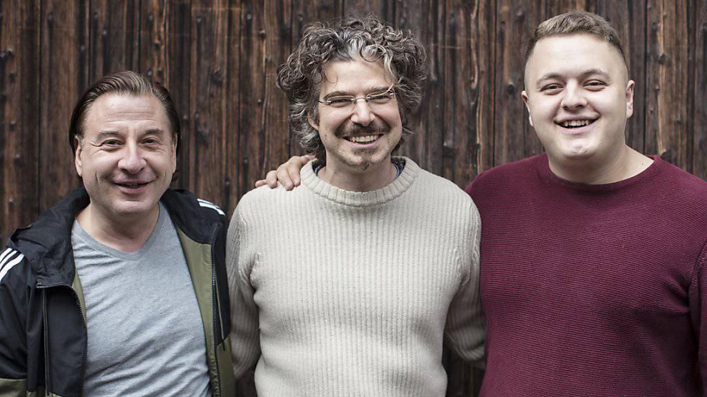 """""""Flitzer""""-Regisseur Peter Luisi (M) und seine beiden Darsteller Beat Schlatter (l) und Bendrit Bajra."""