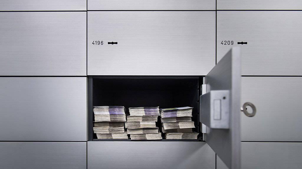 Reiche sind im vergangenen Jahr laut einer Studie dank des Börsenbooms noch reicher geworden. (Symbolbild)