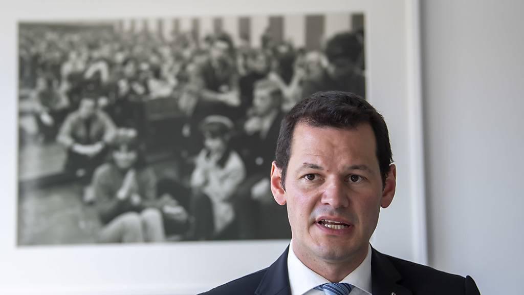 Der Genfer Staatsrat Pierre Maudet will nicht an der FDP-Mitgliederversammlung vom Montag teilnehmen, an der unter anderem sein Ausschluss aus der Kantonalpartei zur Diskussion gestellt wird. (Archivbild)