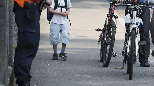Polizei ist beim Schulbeginn präsent. (Symbolbild)