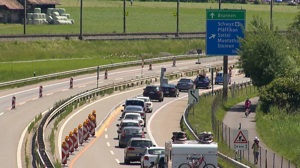Auffahrt ohne Gotthard-Stau aber mit viel Verkehr im Norden