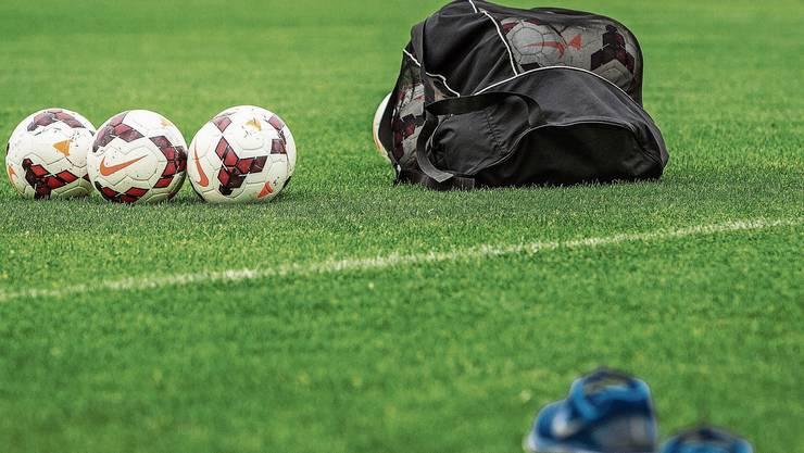 Nachdenken über Fussball. (Symbolbild)