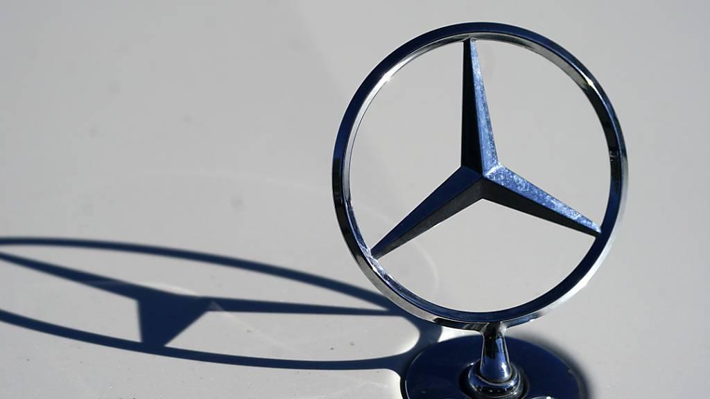 Daimler kommt im Corona-Jahr 2020 trotz eines weiteren Absatzrekords in China nicht an die Verkaufszahlen des Vorjahrs heran. Von der Kernmarke Mercedes-Benz wurden 7,5 Prozent weniger Autos verkauft als 2019. (Archivbild)