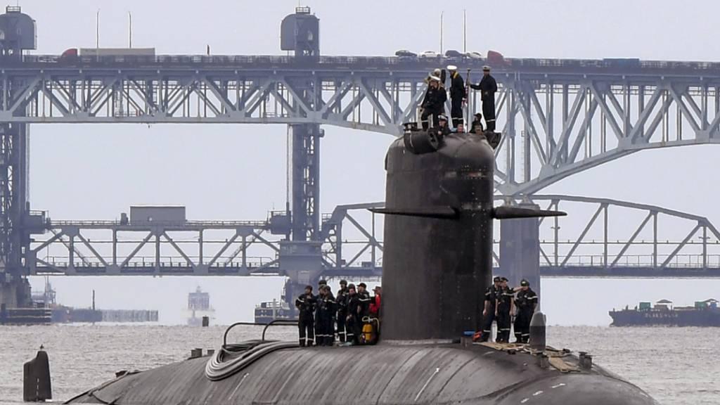 Ein französisches U-Boot. Foto: Chief Petty Officer Joshua Karst/US Navy Office of Information via AP/dpa - ACHTUNG: Nur zur redaktionellen Verwendung und nur mit vollständiger Nennung des vorstehenden Credits