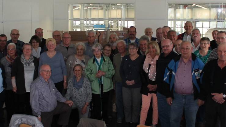 Teilnehmer nach dem Rundgang im Aufenthaltsraum