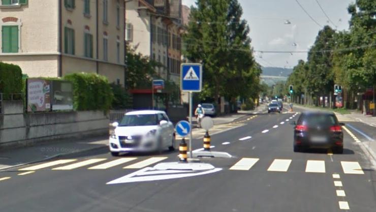 Bei der Haltestelle «Hinterwiesli» touchierte ein Auto eine 16-jährige Velofahrerin.