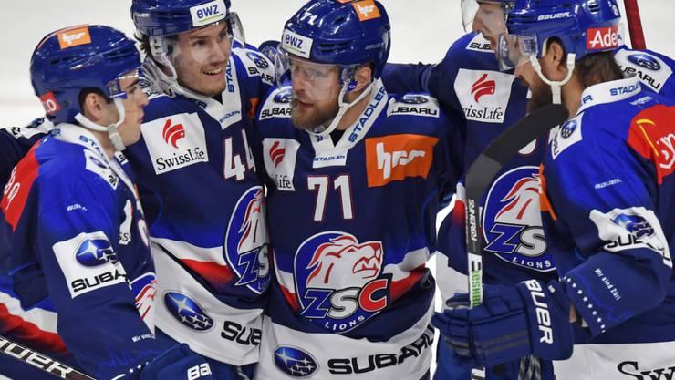 ZSC-Stürmer Fredrik Pettersson (Nummer 71) traf nach nur 15 Sekunden zur 1:0-Führung