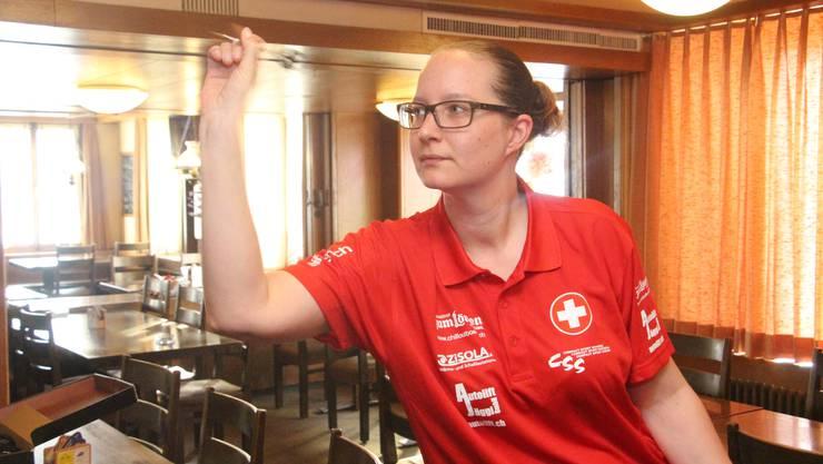 «Wenn man's einmal kann, verlernt man es nicht mehr.» Dart-Schweizermeisterin Sharita Dätwyler.