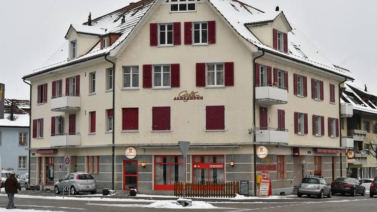 Das Trimbacher Café Alexander als Drehscheibe: Hier sollen die Drogen abgepackt und verkauft worden sein.