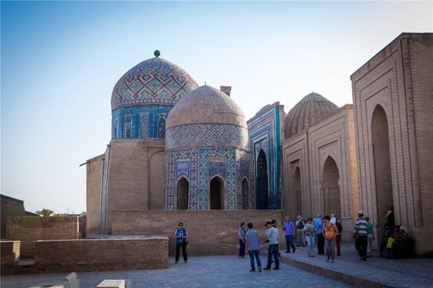 Heute wird der frühere Herrscher Timur als Nationalheld verehrt. Zu Lebzeiten schuf er Prachtbauten wie die Gräberstadt Schah-i Sinda.